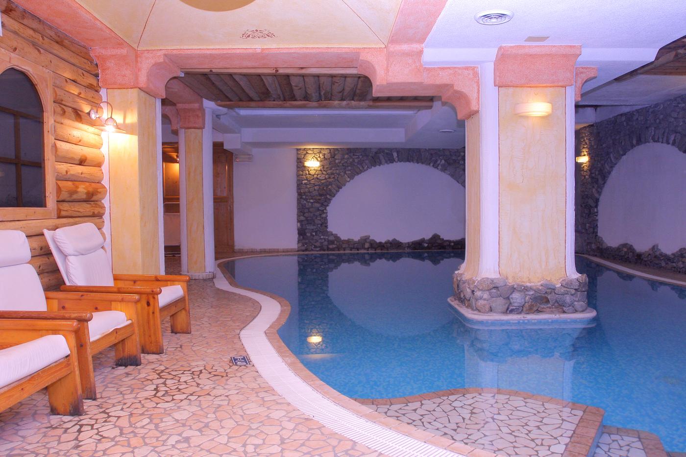 Schwimmbad Hotel Helvetia Livigno www.avant-ski.de